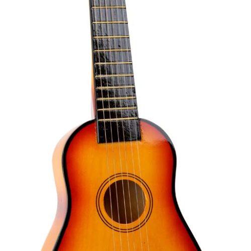 Pruun puidust kitarr